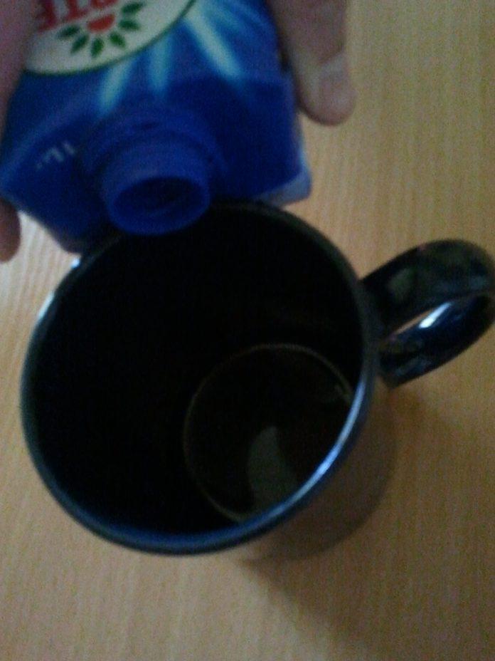 Jak nalewać napoje w kartonie by nie wylać ani kropli
