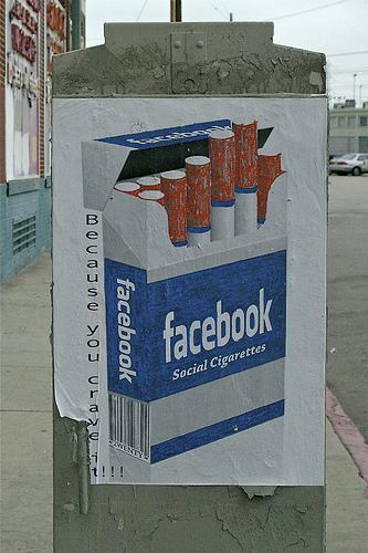 Coś dla uzależnionych - Jak obejść zakaz używania Facebooka w firmie, gdzie jest to utrudnione