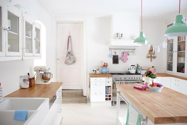 Jak zrobić porządek w kuchni przy pomocy bezpiecznych środków czyszczących
