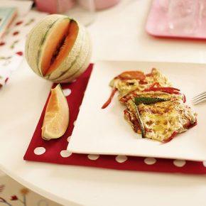 Omlet wegetariański, plasterek melona