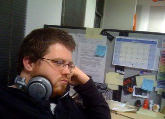 Pracoholizm vs. produktywność. Wypluj zbyt duży kawałek i wróć na noc do domu - czasami to właśnie zwiększa wydajność