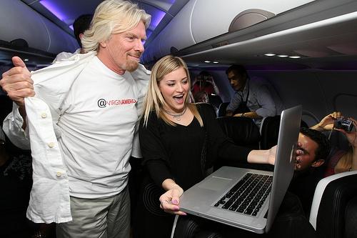 Richard Branson - 9 zasad Richarda Bransona. Kiedyś dziewica w biznesie, obecnie właściciel ponad 400 firm
