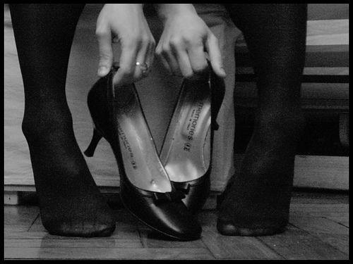 Sprawdzone sposoby na rozciągnięcie obuwia. Po raz kolejny sprawdza się ... lód