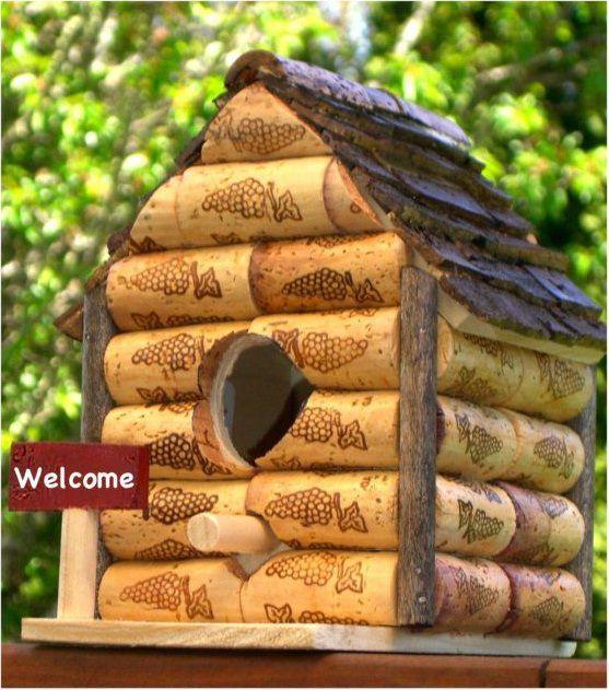18 zapierających dech sposobów na wykorzystanie korków po winie - domek dla ptaków