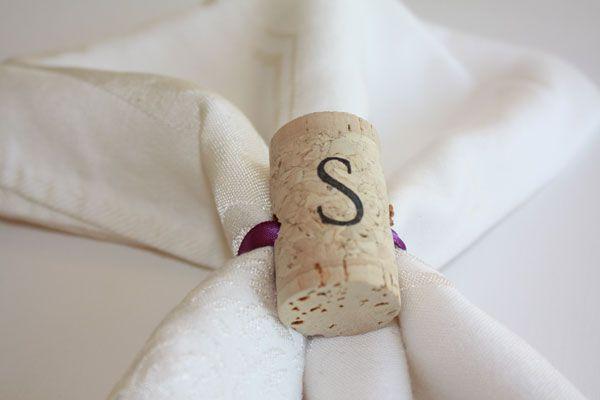 18 zapierających dech sposobów na wykorzystanie korków po winie - pierścień - ściągacz do serwetek