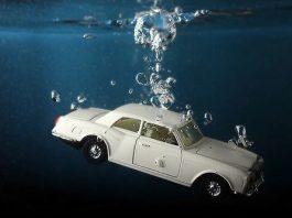 Co zrobić, jeżeli nasze auto wpadnie do głębokiej wody