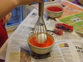 Jak pomalować jajko, nie brudząc przy tym rąk
