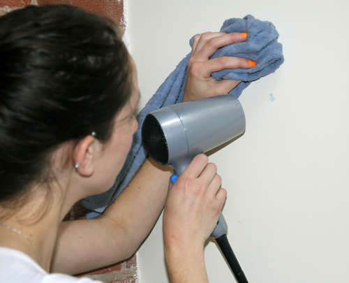 Usuwanie ze ścian napisów ołówkiem
