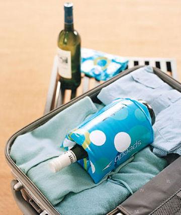 Opaska do pływania pozwala bezpiecznie zapakować butelkę do walizki