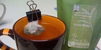 Wyciskanie saszetki z herbatą