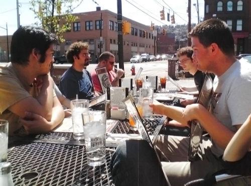 Jak sprawić, by znajomi nie używali komórki podczas wspólnego posiłku