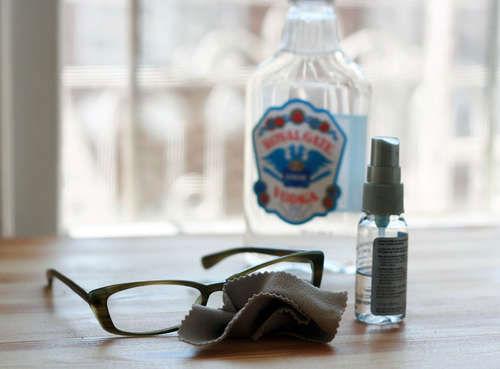 2. Czyszczenie szkieł okularów