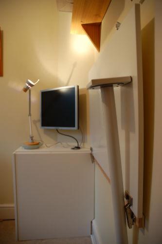 Składane biurko z drzwiczek od szafki kuchennej - 4