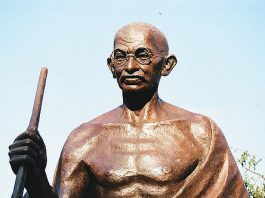 10 idei zmieniających świat według Gandhiego