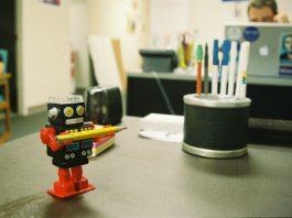 (R)ewolucja technologiczna: jak boty zwiększają produktywność ludzi i biznesu
