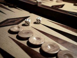 Jak gra w Backgammon krótkie długie nardy tryktrak tavla tabla zasady gry