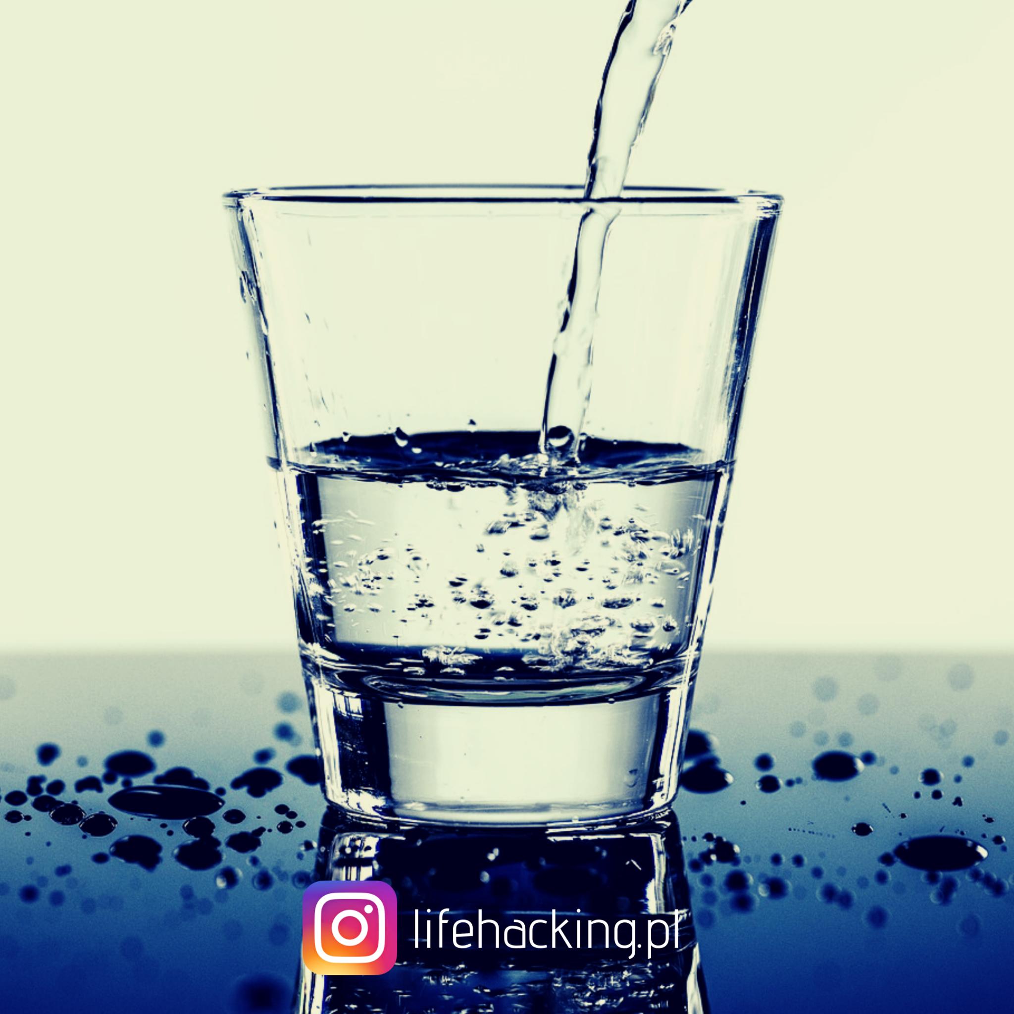 Picie wody w trakcie upałów to podstawa.