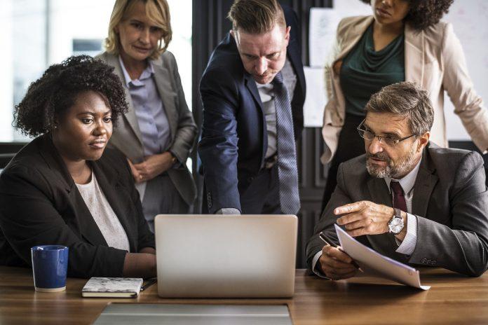 Jak zachować się podczas formalnych spotkań?