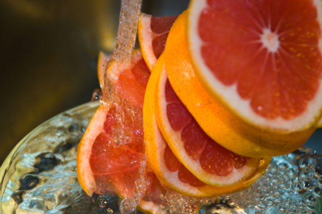 Oczyszczanie twarzy skórką z grejpfruta