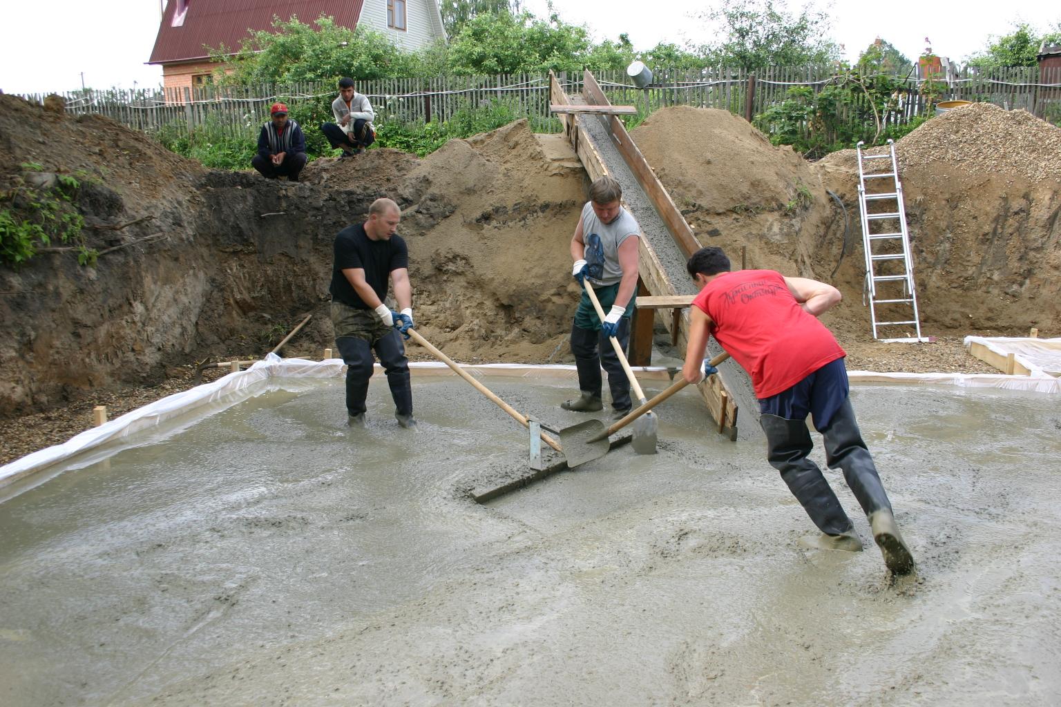Kaukaz. Mężczyźni na budowie