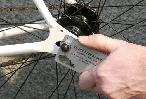 Przykłady dobrych wizytówek, które zapamięta Twój potencjalny pracodawca - Broke Bike Alley - Lifehacker