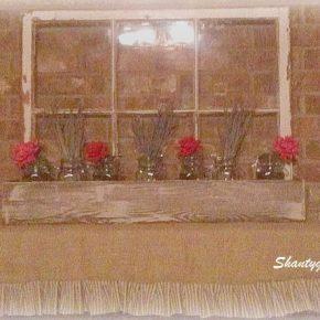 Zamiast wyrzucać stare okna, można udekorować nimi dom - ścianka w kwietniku domowym