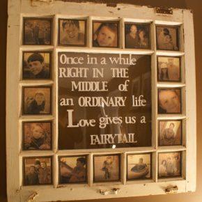 Zamiast wyrzucać stare okna, można udekorować nimi dom - Ramka na zdjęcia 2