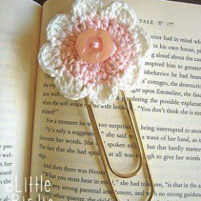 Coś dla milusińskich - ręcznie robione zakładki do książek - spinacz i kwiatek zrobiony na szydełku