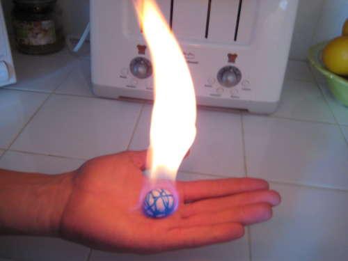 Własnoręcznie zrobiona kula ogniowa