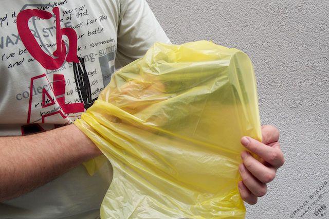 4. Na całość zakładamy foliowy worek otworem do dołu