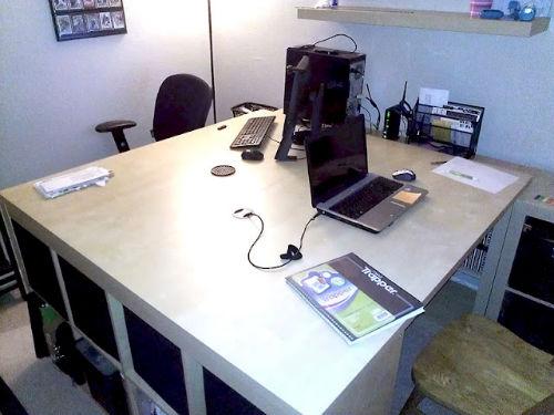 Zestaw do otworów na kable SIGNUM umożliwia robienie otworów na okablowanie w blacie stołu lub półce