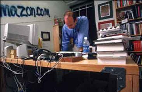 10. Miejsca pracy - biurko Jeff Bezos (Amazon)