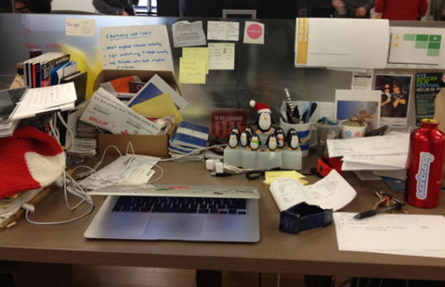 11. Miejsca pracy - biurko Dennis Crowley (Foursquare)