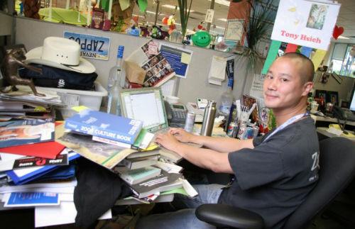 4. Miejsca pracy - biurko Tony Hsieh (Zappos)