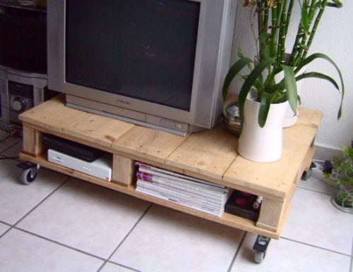 18. Stolik pod telewizor