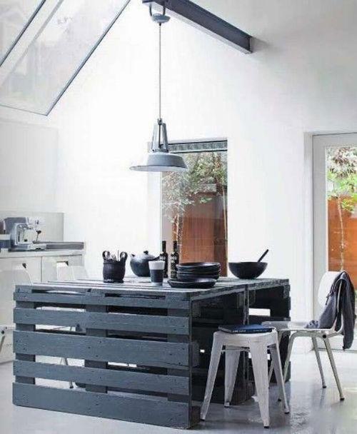 21. Stolik kuchenny