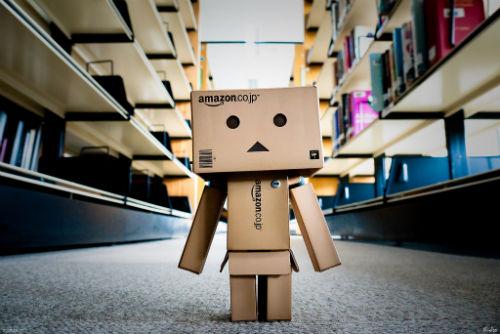 Jak kupować w sklepie internetowym Amazon.com (na przykładzie niedrogich biurek do pracy na stojąco)