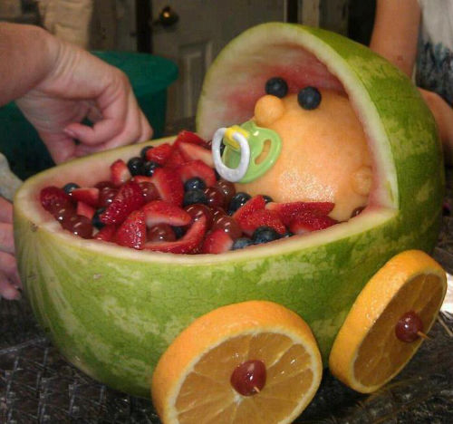 Wideo - Pomysł na oryginalny prezent urodzinowy - owocowy wózek dziecięcy z arbuza