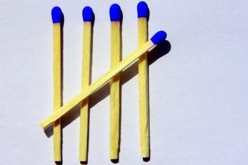 8 zagadek zapałczanych - Przełóż jedną zapałkę i rozwiąż równanie