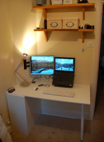 Składane biurko z drzwiczek od szafki kuchennej - 1