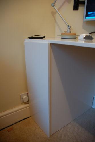 Składane biurko z drzwiczek od szafki kuchennej - 2