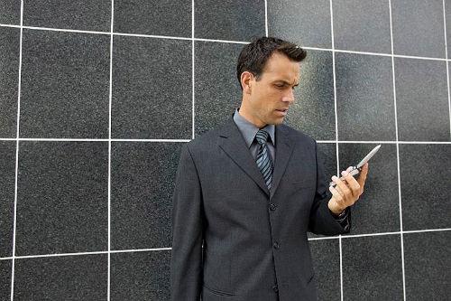 Sprawdzanie czasu w telefonie