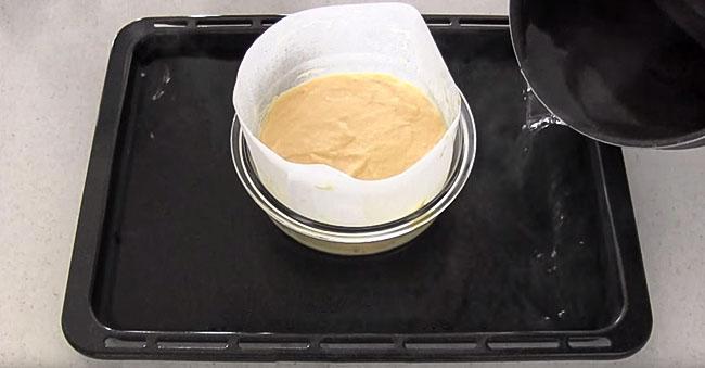 7. Przepis na japoński sernik 3 składniki - pieczemy sernik w temperaturze 170°C przez 15 minut