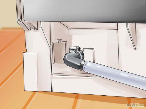 Jak wyczyścić zmywarkę - 3. Upewnij się czy wąż spustowy od zmywarki jest zainstalowany w odpowiednim miejscu.