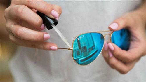 oprawki okularowe warstwa przezroczystego lakieru dobrze mocuje śrubki w oprawkach