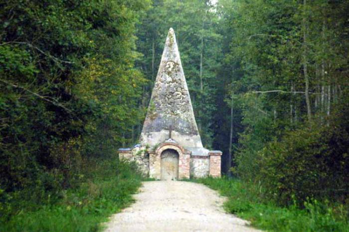 Piramida w Rapie Rapa Mazury pomysł miejsca na wakacje w Polsce